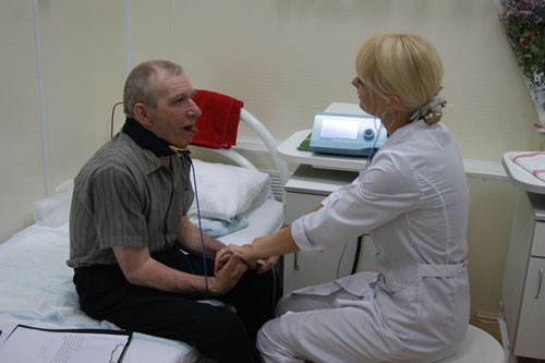 Восстановление речи после инсульта: лечение дизартрии и афазии